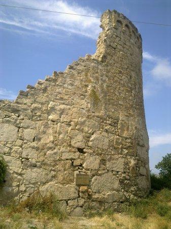 круглая башня генуэзской крепости