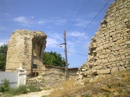 ворота цитадели генуэзской крепости