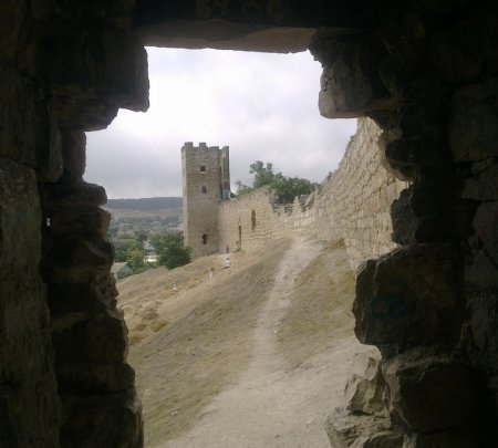 Вид из башни Христа на башню святого Климента генуэзской крепости