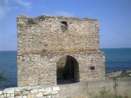 портовая башня генуэзской крепости