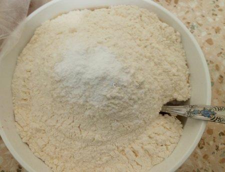 приготовление теста для шарлотки