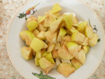 Постная шарлотка с яблоками