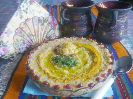 блюдо с хумусом из нута