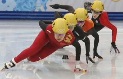 Cкоростной бег на коньках на короткой дорожке