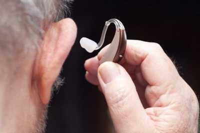 Слуховой аппарат спасает мозг от деменции